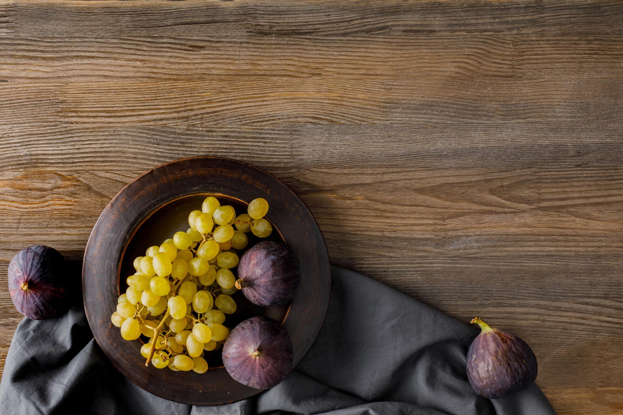Frutta di settembre: fichi, uva e fichi d'India
